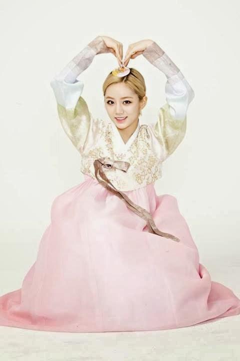 Hyeri Girl's Day Hanbok