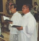 księża Edgar Saulo i Aleksander Hora podczas ceremonii przyjęcia w szeregi FSSPX