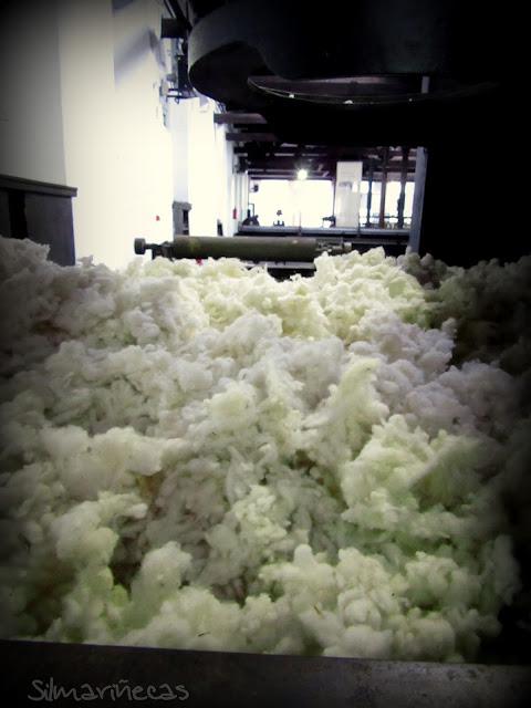 """copos de lana de la máquina """"diablo"""" museo boinas La Encartada"""