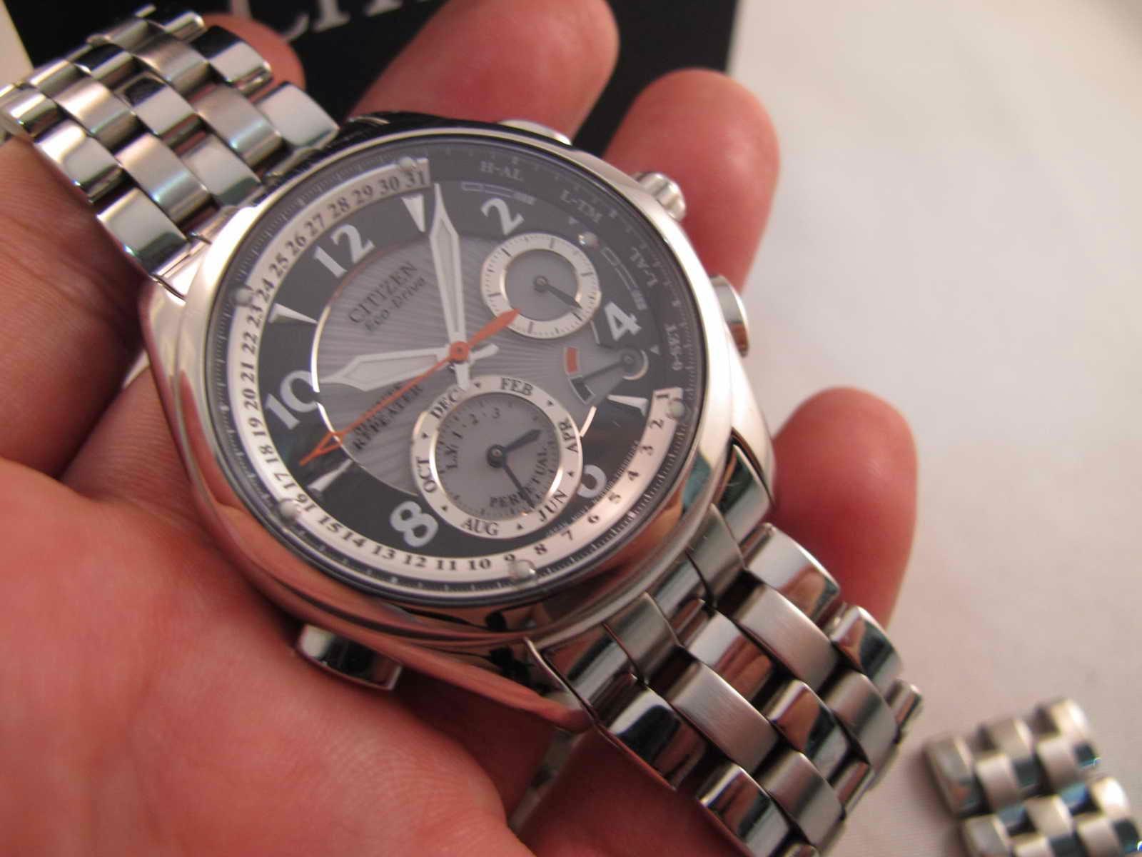 Kondisi Like Brand New in Box lengkap dengan box manual dan warranty card Cocok untuk Anda yang sedang mencari jam tangan tenaga SInar ECO DRIVE