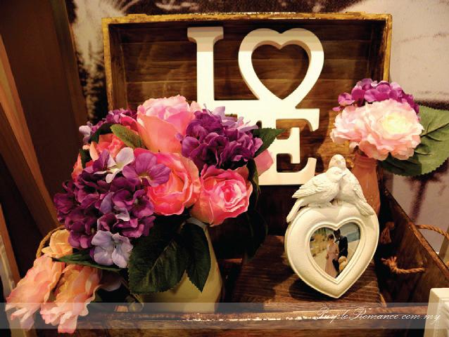 Photo Album Display Table Decoration, Wedding Decoration, idea, hydrangea, flower, roses, purple & white wedding theme, chinese & indian wedding, elegant, modern, western, malaysia, kuala lumpur, selangor