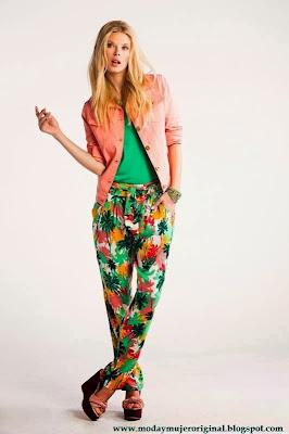 pantalon floreado uan combiancion muy fresca
