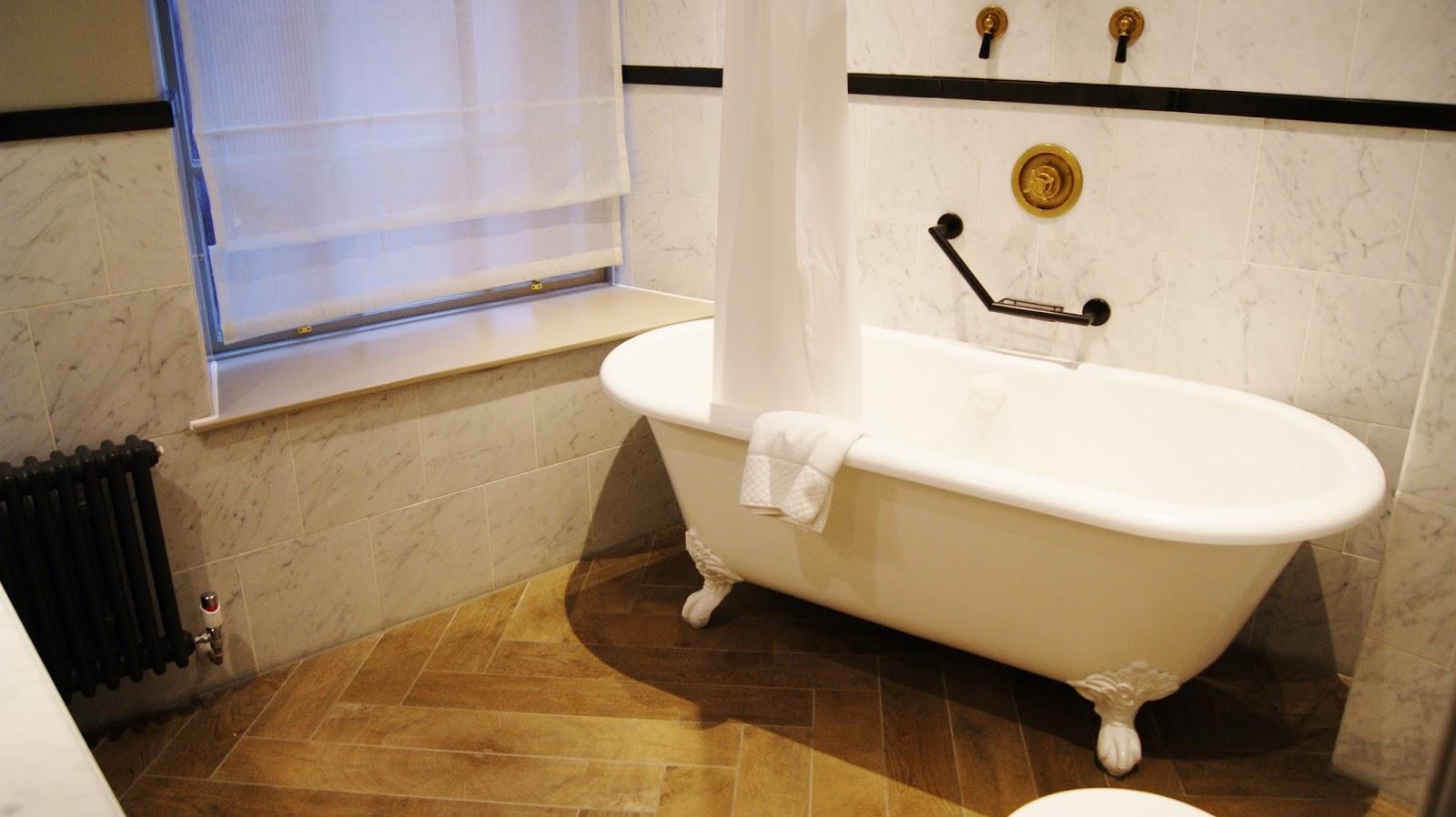Bathroom suites glasgow - Grand Central Hotel Glasgow Junior Suite Bathroom