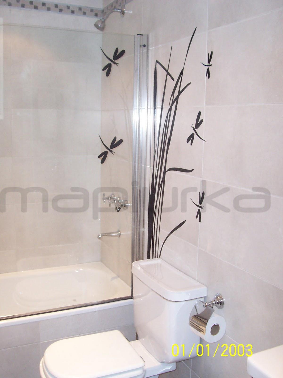 Azulejos Vinilo Para Baño:junco en color negro aplicado sobre los azulejos del baño