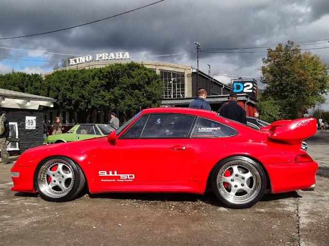 Porsche w SOHO Factory.