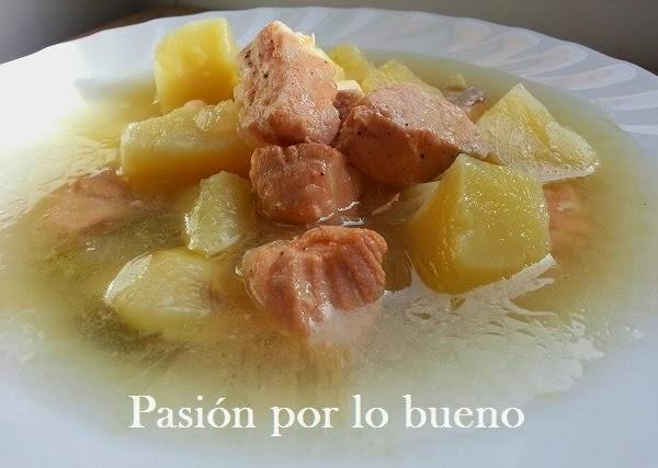 guiso de patatas con salmón