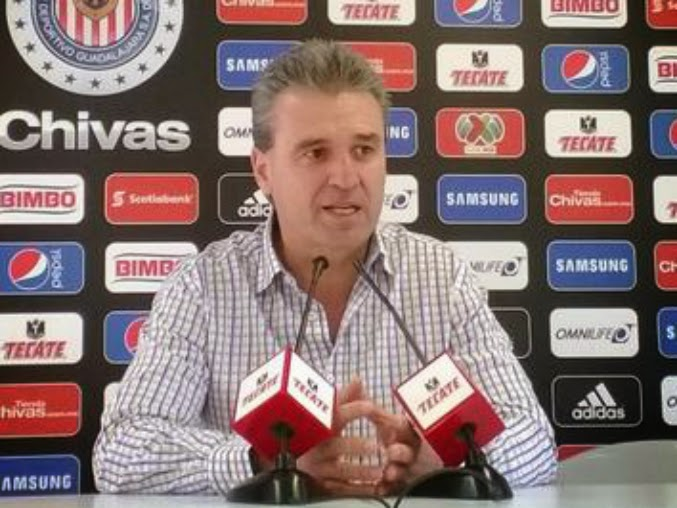 De la Torre señala que uno de los problemas de Chivas fue que 'le cargaron la mano' a jugadores jóvenes.
