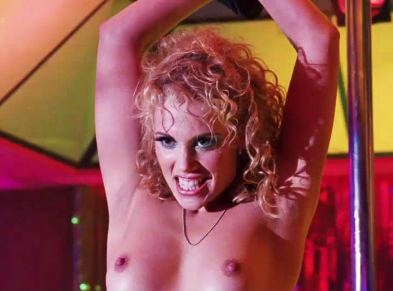 Elizabeth Berkley nackt in Showgirls