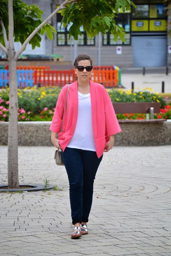 look_kimono_rosa_primavera_sandalias_plateadas_lolalolailo_03