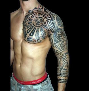 Tatuagem do peito até o braço