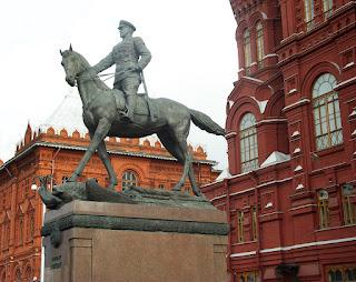 памятник коню Жукова
