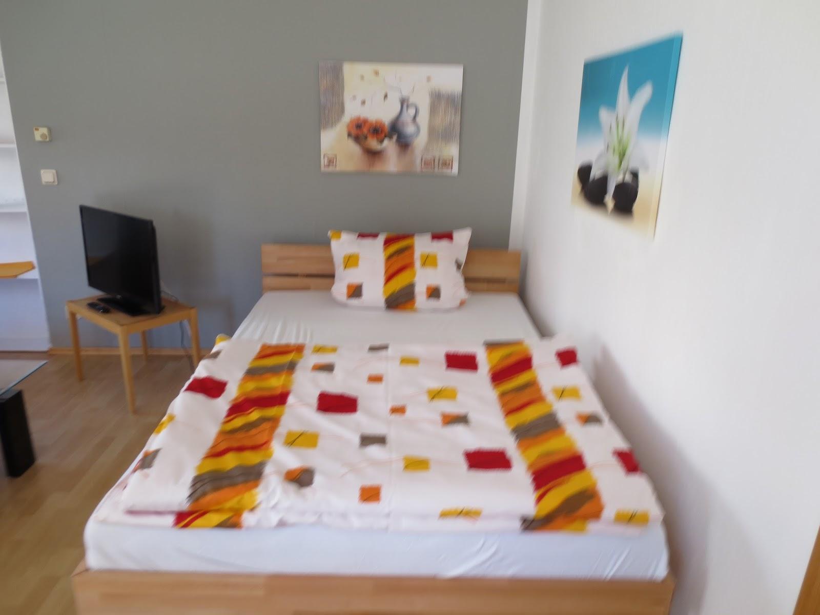 ferienwohnung heddesheim wohn und schlafbereich der ferienwohnung in heddesheim. Black Bedroom Furniture Sets. Home Design Ideas