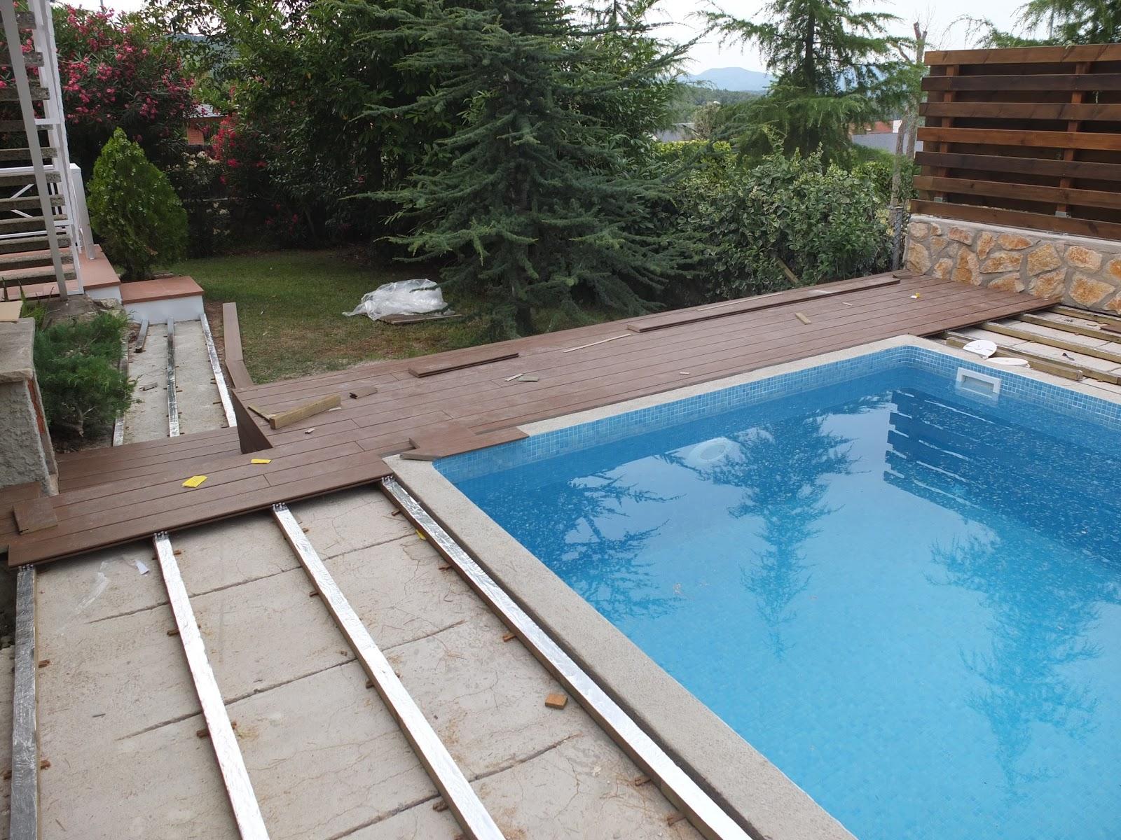Opemho sl piscina con suelo de madera sintetica y valla en pino - Vallas de madera para piscinas ...