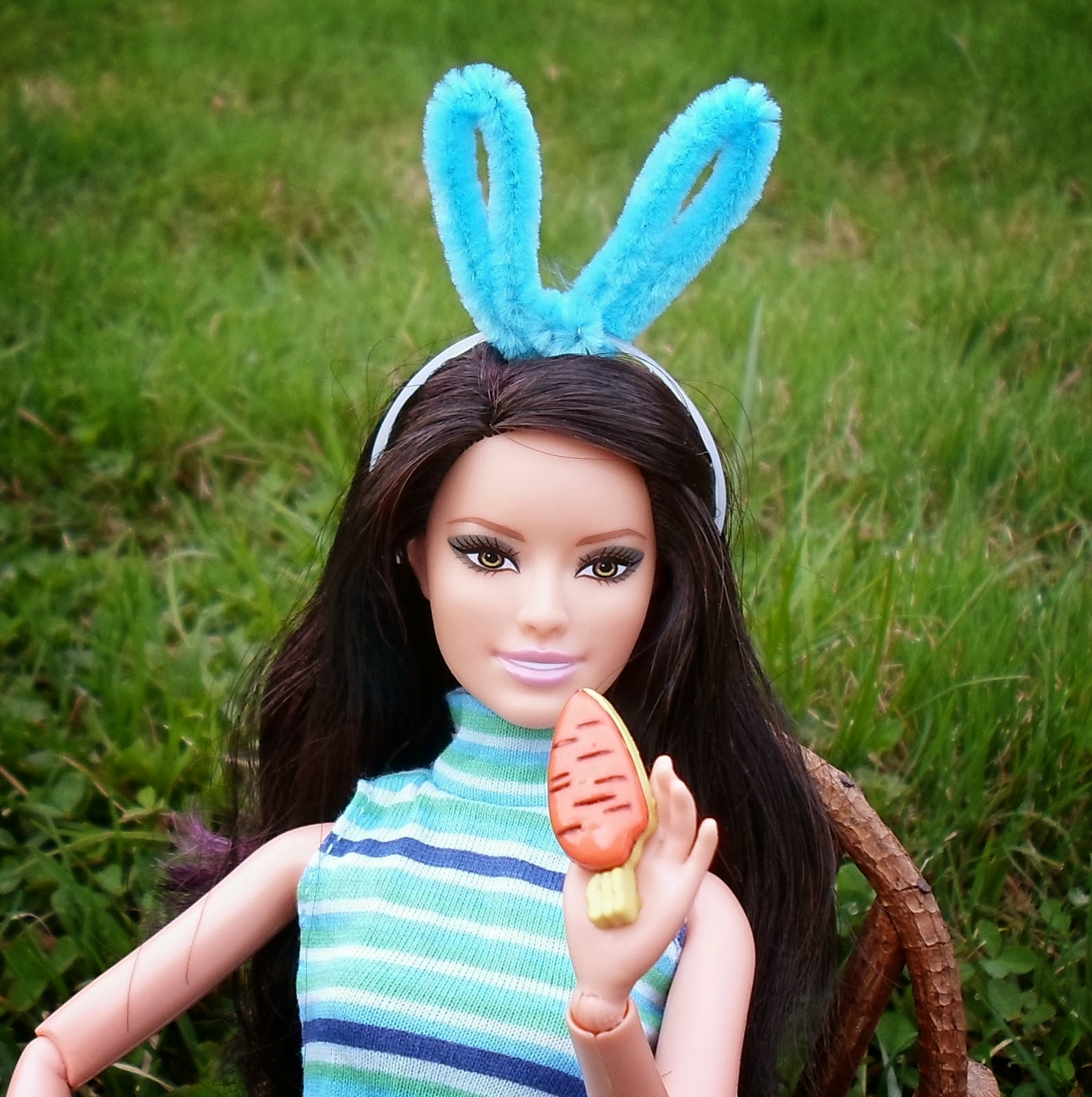 http://happierthanapiginmud.blogspot.com/2014/04/last-minute-bunny-ears-for-barbie.html