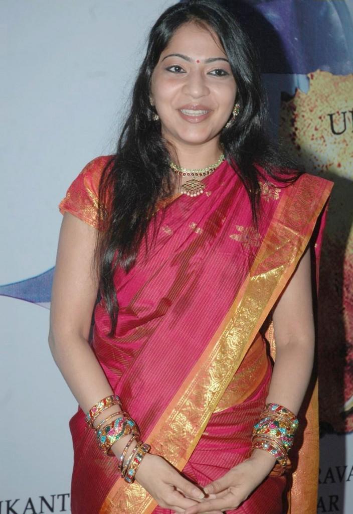 http://4.bp.blogspot.com/-fFjJAdhnZsI/ThA_MIbHXXI/AAAAAAAAbx0/znBOwlTUNug/s1600/tv+anchor+ramya+hot+sari+stills+3.jpg