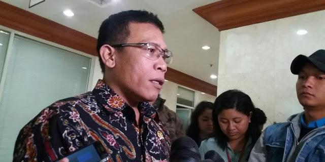 Anggota Komisi III DPR RI Masinton Pasaribu saat ditemui di Kompleks Parlemen, Senayan, Jakarta, Selasa (6/10/2015).