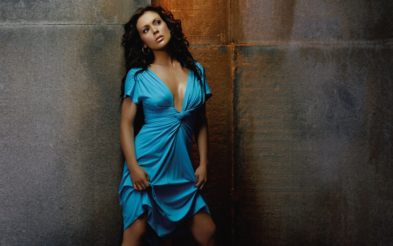 Alyssa milano hot pictures and wallpapers in 2012 for Wallpaper milano