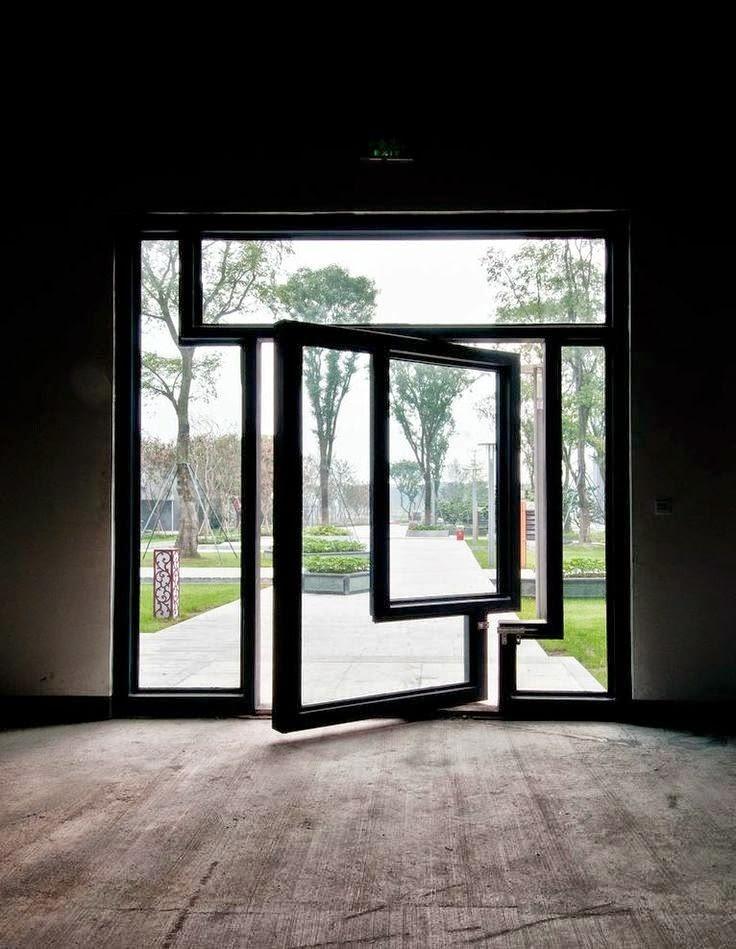 Desain pintu unik pada rumah sederhana