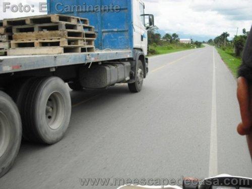 En moto por la carretera a Tioyacu (Rioja, Perú)