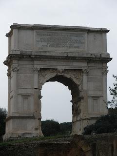 Arco de Tito, en conmemoración de las victorias de Tito contra los judíos.