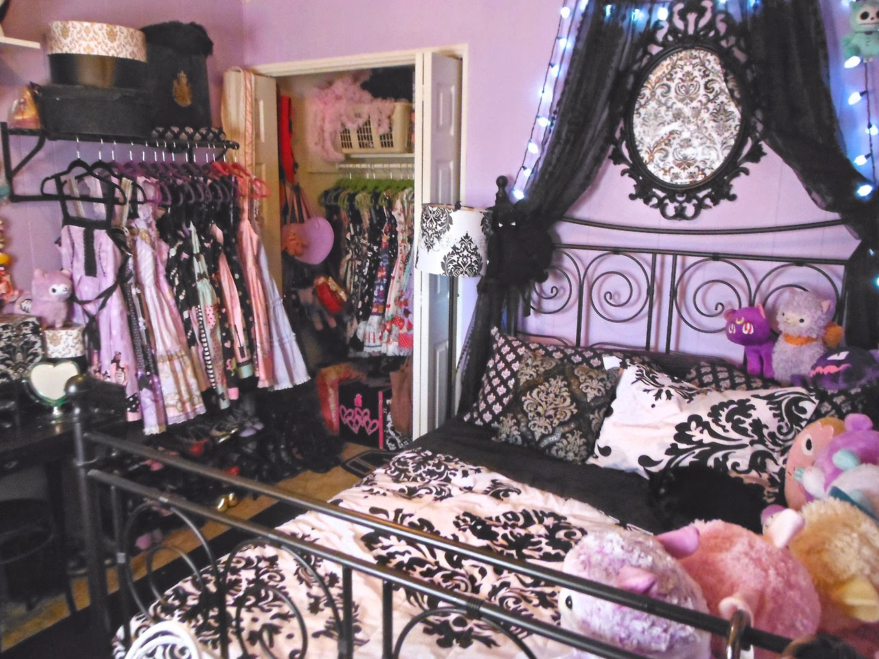 tumblr room. Black Bedroom Furniture Sets. Home Design Ideas
