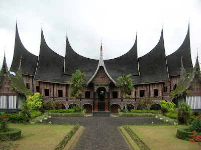 gambar rumah gadang sumatera barat}
