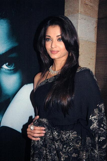 Hair Style Bollywood Actress Aishwarya Rai In Black Saree