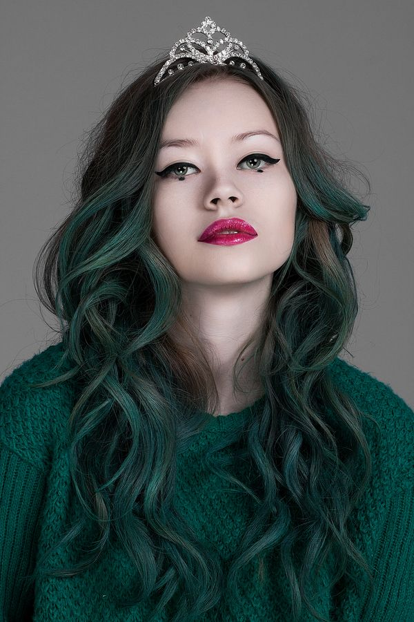 девушки с короткими зелеными волосами