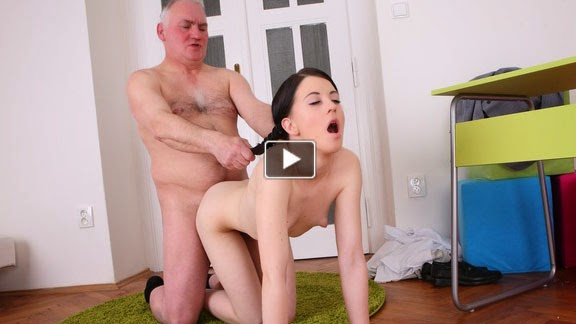 Dedesiyle sikişen genç torun  Sürpriz Porno Hd Türk sex sikiş