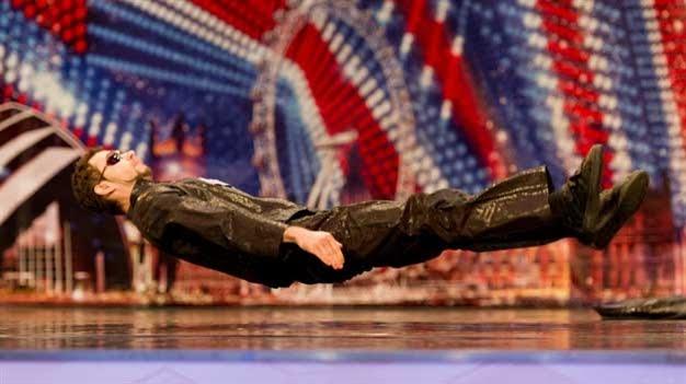 Razy Gogonea danse comme Matrix dans Britain's got talent
