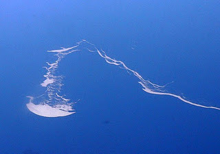 10 Fakta Pulau Yang Paling Unik Dan Aneh di Dunia