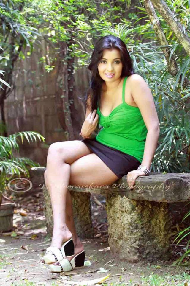 Nadeesha Attanayake huge thighs