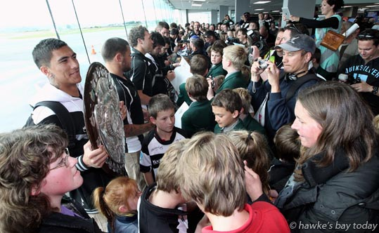 Left: Trinity Spooner-Neera, Hawke's Bay Magpies rugby team, returning to Hawke's Bay Airport, Napier, with the Ranfurly Shield, after beating Otago 20-19 in Dunedin on Sunday. photograph