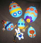 En Pupetos se nos ocurrió hacer unos huevos de pascua de fieltro. huevos conejo pascua fieltro