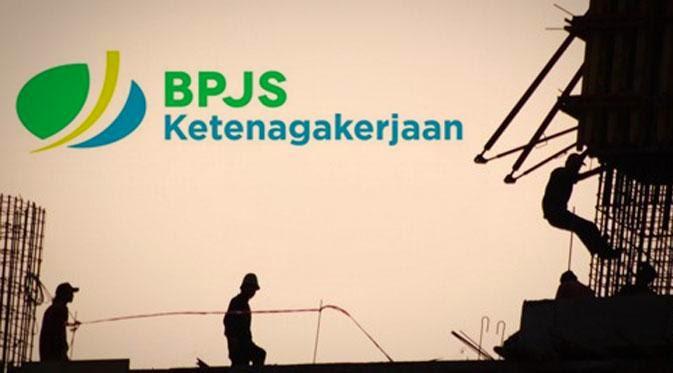 Indonesia akan mulai memberlakukan program Jaminan Pensiun (JP), pada 1 Juli 2015. Namun Pendiri Nation and Character Building Institute, Juliaman Saragih menilai program tersebut sarat tipu muslihat karena tak ubahnya seperti program tabungan.  Sebab dalam program yang tertuang dalam Undang-Undang No. 40/2004, tentang Sistem Jaminan Sosial Nasional (UU SJSN) yang akan diselenggarakan oleh Badan Penyelenggaran Jaminan Sosial (BPJS) Ketenagakerjaan tertulis mampu melindungi pekerja agar terhindar dari ketiadaan penghasilan atau konsumsi pada usia lanjut.