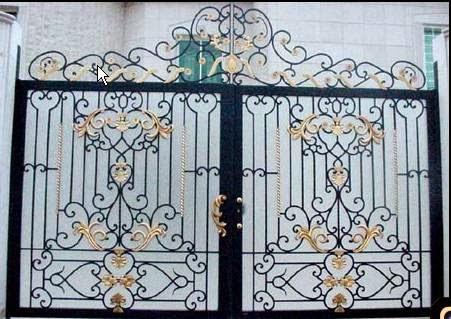 Un ensemble de portes et fenêtres, en fer forgé
