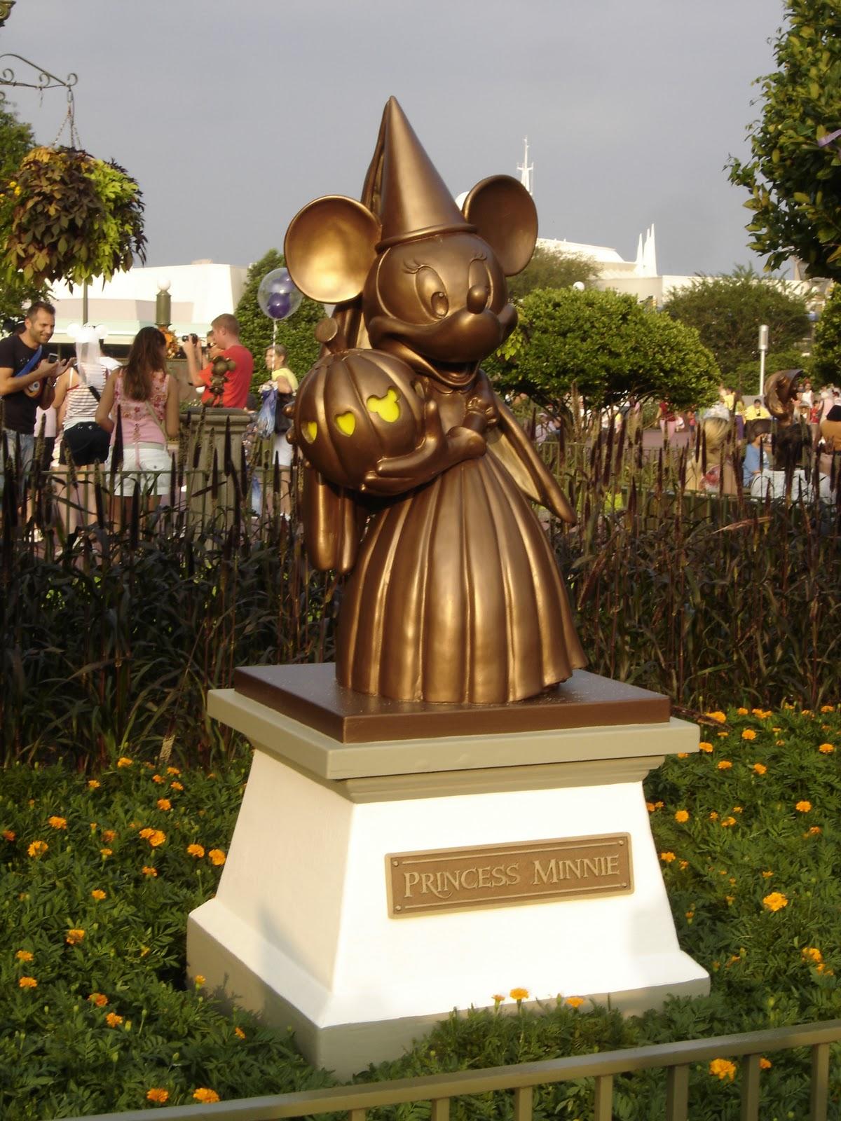 Disney Vacation Kingdom: Plaza Hub Halloween Statues