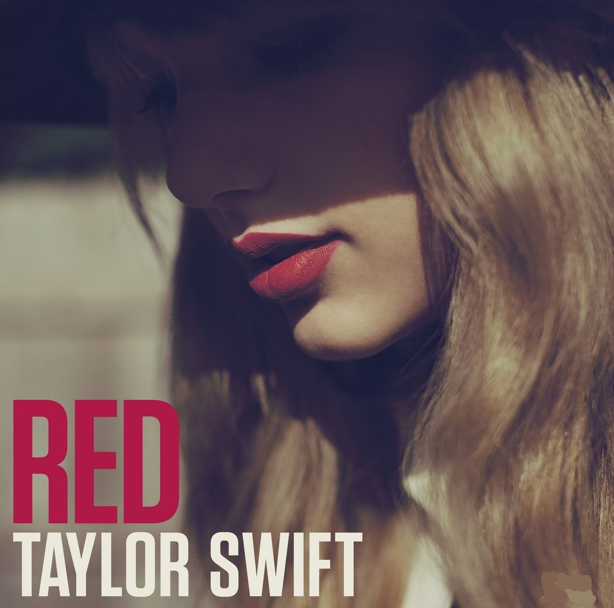 http://4.bp.blogspot.com/-fHzqR29Kqaw/UIU53g9FYHI/AAAAAAAAJRA/OXzAD33oSm8/s1600/Taylor+Swift+-+Red.jpeg
