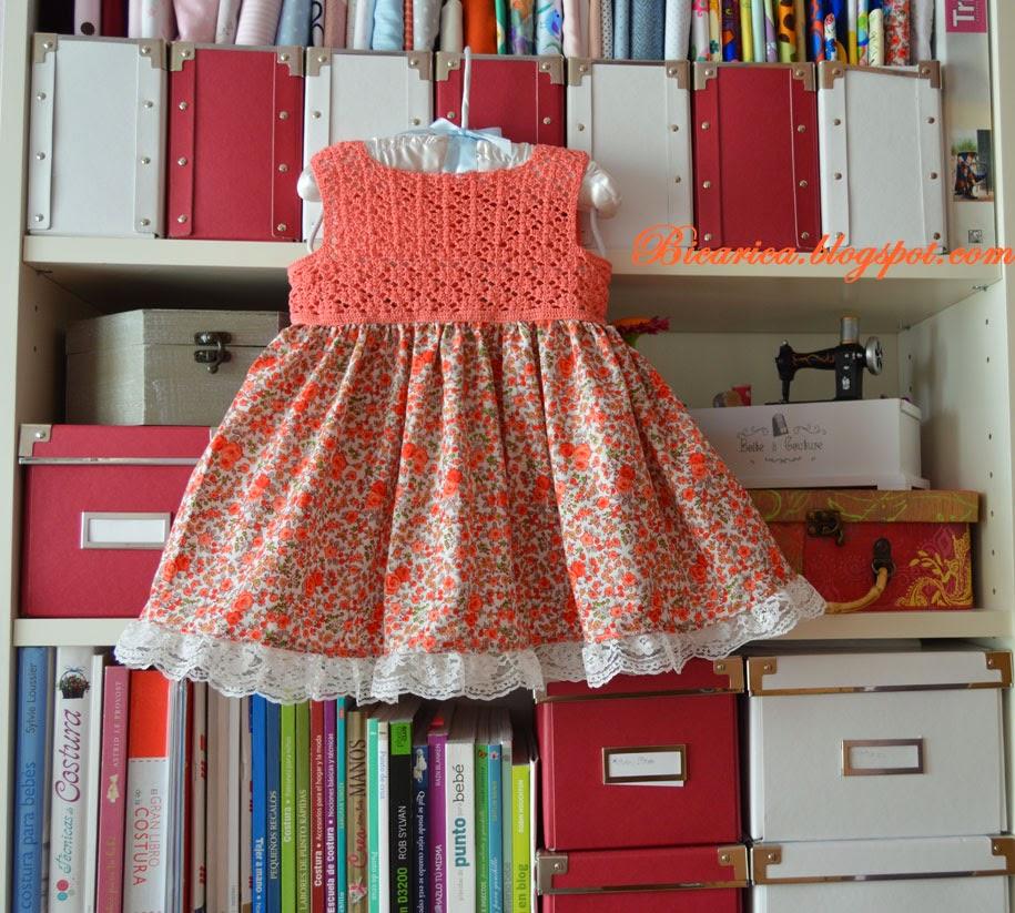 Vestido artesanal con cuerpo de crochet y falda de tela floreada ...