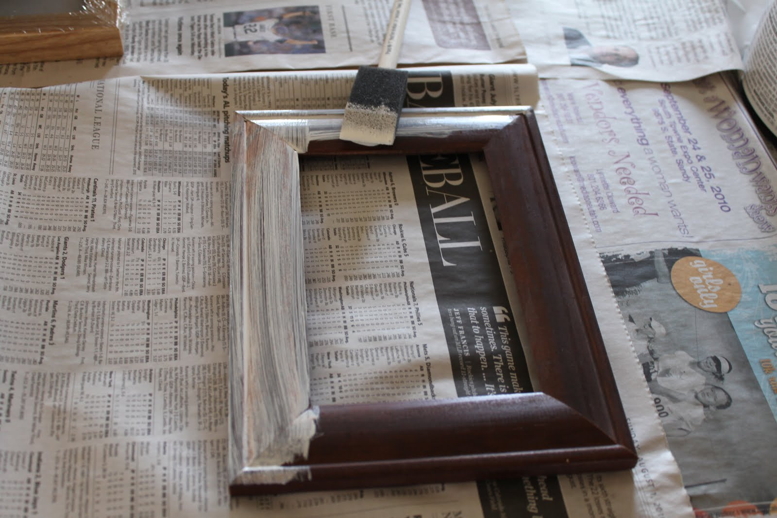 do it yourself divas: DIY: Painting Picture Frames