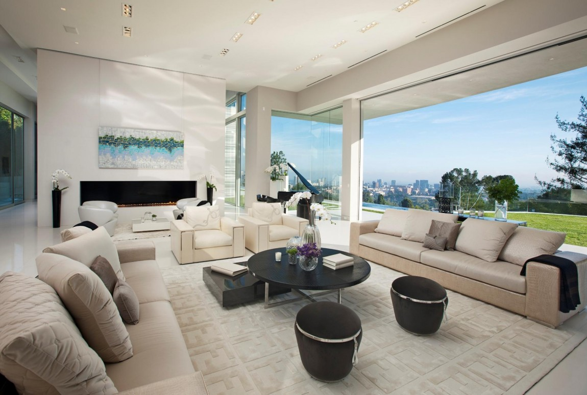 Large modern home with lovely city views bel air los for Modern house living room design