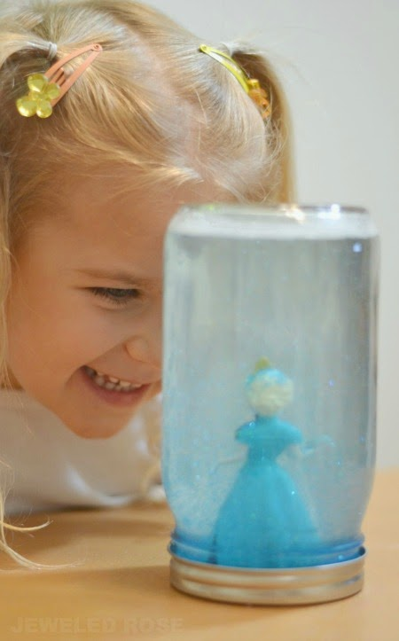 Frozen Mind Jars- easy to make and great for soothing kids and calming them down.  Great for time out time, too!