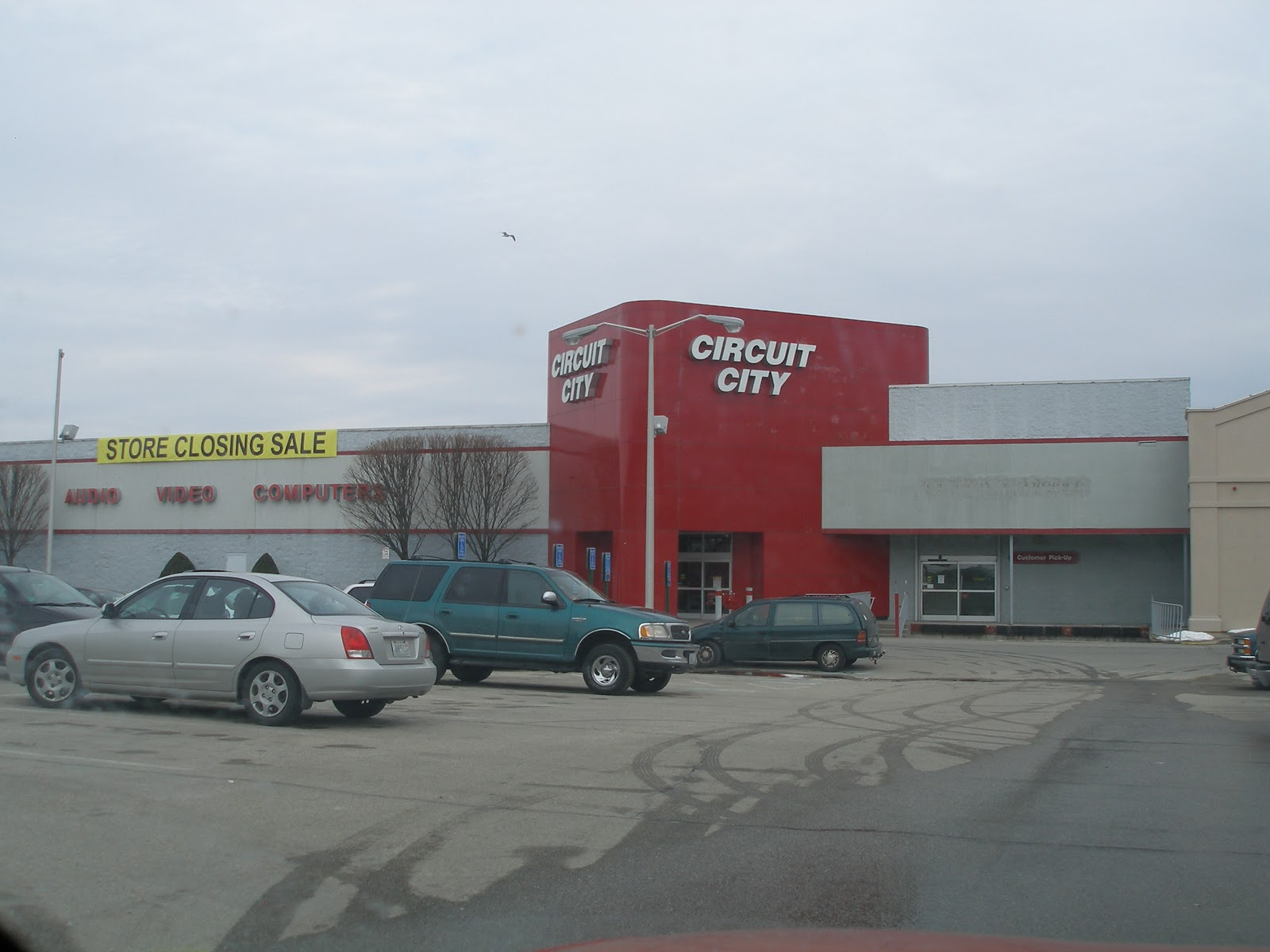 Dead and dying retail circuit city in cranston rhode island for Garden city stores ri