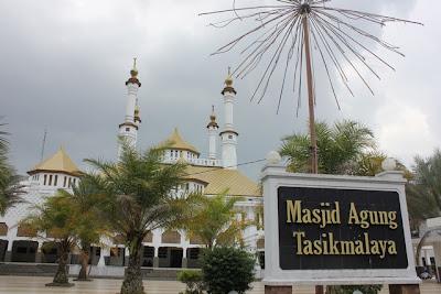 ngabuburit bulan ramadhan di masjid agung kota tasikmalaya, buka puasa dan tarawih