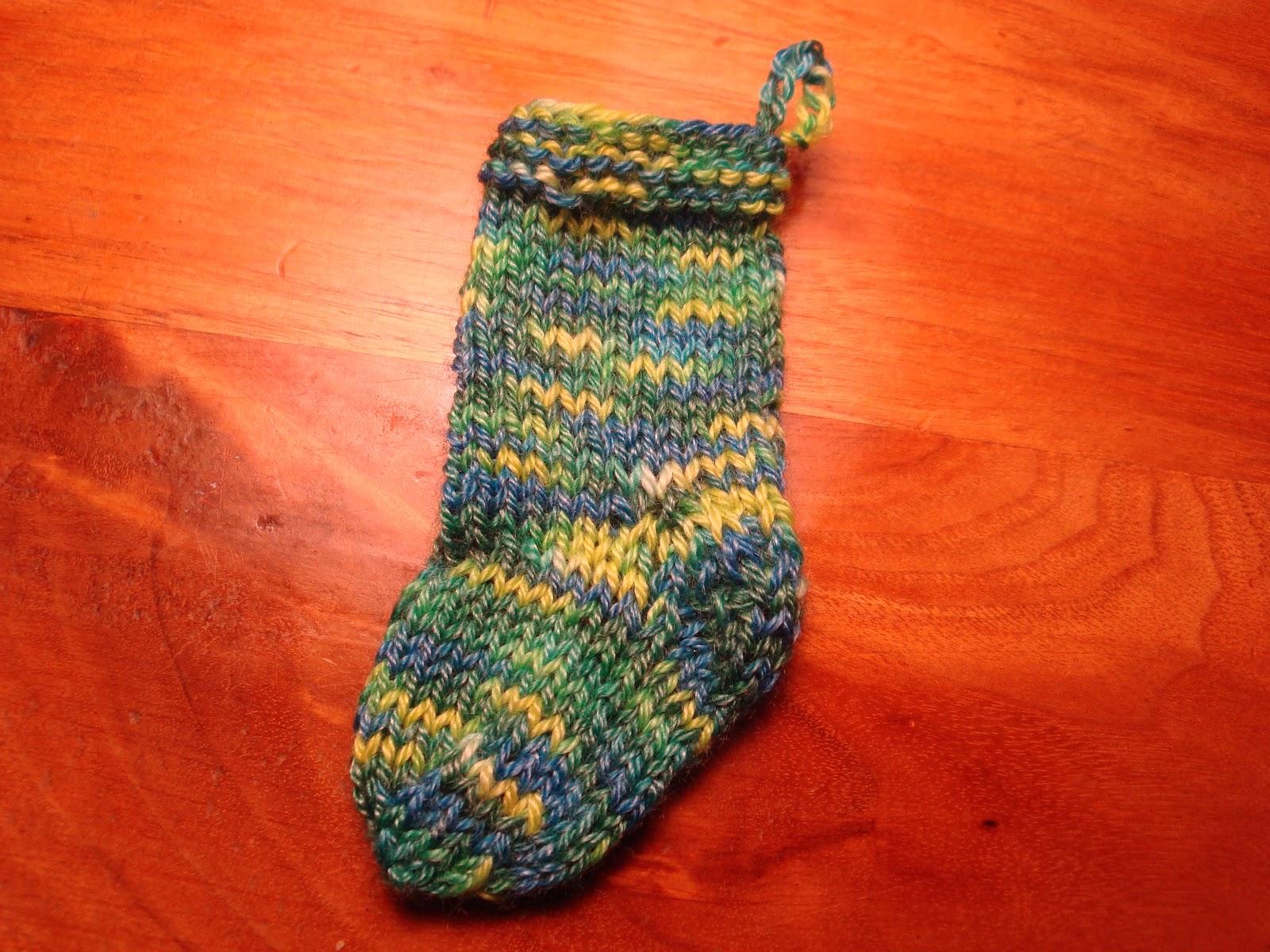 Knitting Pattern For Mini Mittens : Kims Knitting Korner: Mini-Mitten Ornament: Free Pattern
