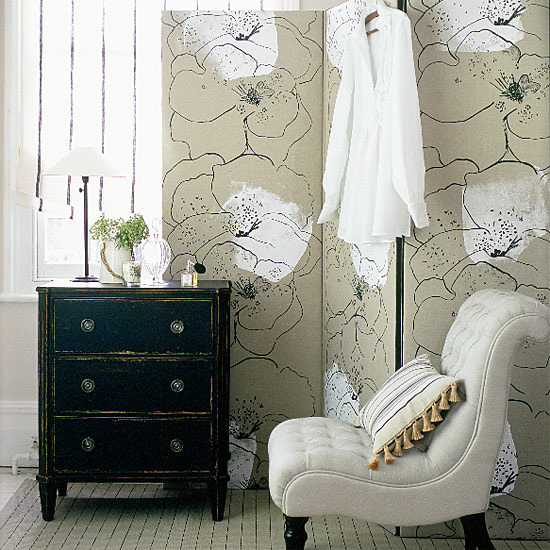 Bold Geometric Floral Wallpaper Accent Wall Vintage
