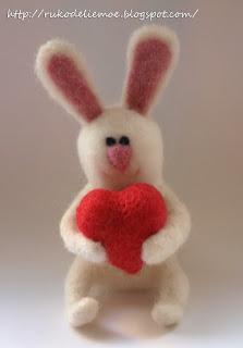 сухое валяние, зайчик из шерсти на день Св. Валентина