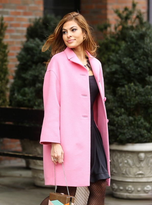 Celebrity Fashion  A La  Eva Mendes