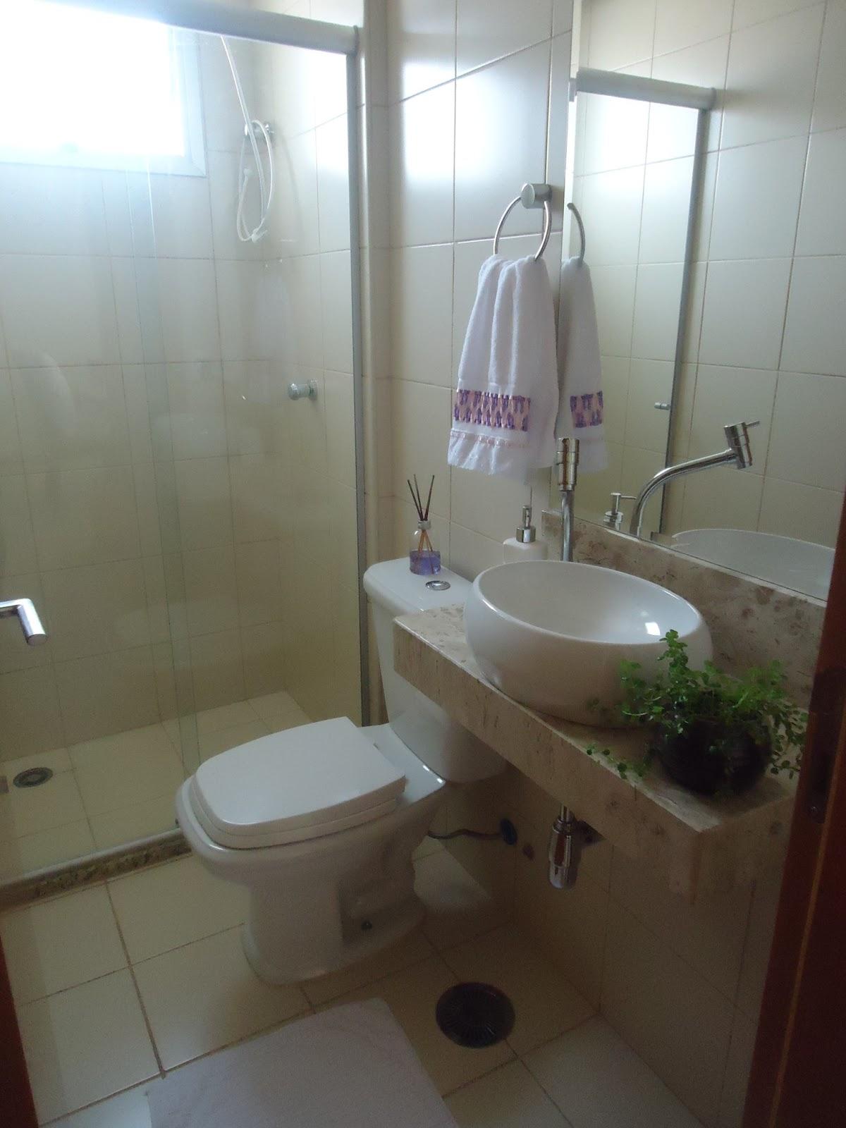 Como o espaço é pequeno não sei se compensa colocar armário ou  #3A2F24 1200 1600