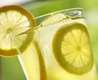 Menyembuhkan Lingkar Hitam Di Bawah Mata dengan lemon